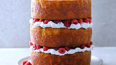 Vegan taart met vlierbloesem en frambozen