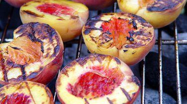 perzikken op de barbecue en ander fruit