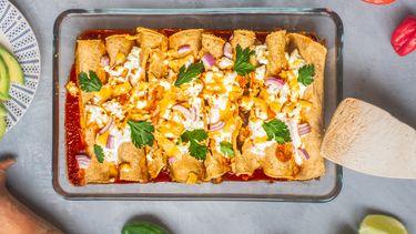 enchiladas met zoete aardappel en zwarte bonen