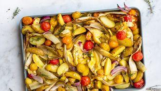 plaatbak met witlof, camembert en aardappeltjes