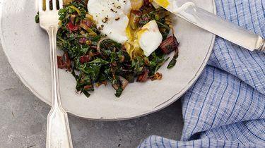Gezond ontbijt: gepocheerde eieren met groenten