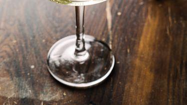 Pet-nat (petillant naturel) is een natuurlijk geproduceerde mousserende wijn