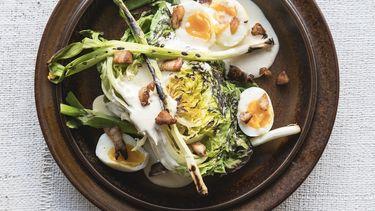 Gegrilde sla met kaantjes en lente-ui