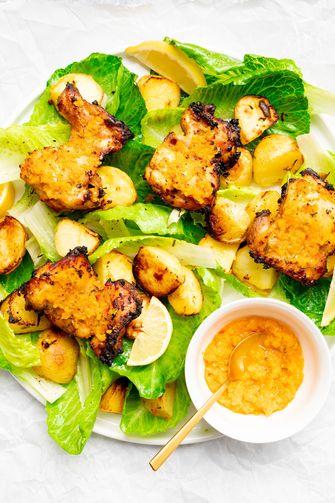 Kip piri piri schotel met aardappeltjes en sla