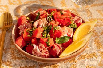 watermeloensalade met ham, citroenpesto en gepofte quinoa
