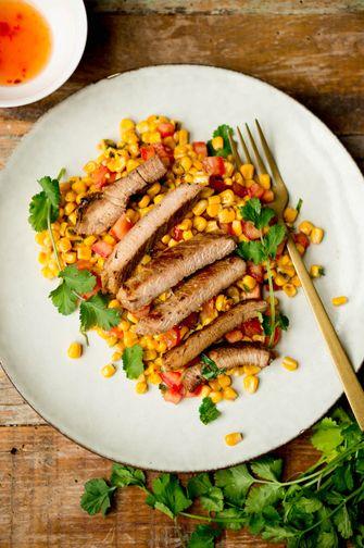 Vietnamees varkensvlees met maissalade