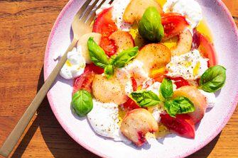 Salade met Burrata en perzik