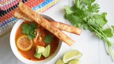 Sopa di lima: Mexicaanse limoensoep
