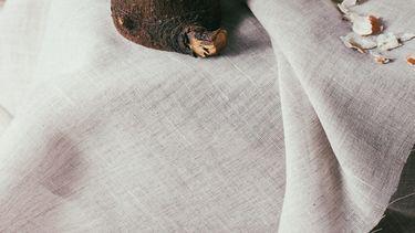 eitje en croissant bij paasontbijt