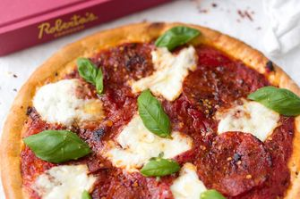 Pittige pizza met salami