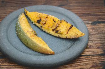 Gegrilde mango bij restaurant Wils in Amsterdam