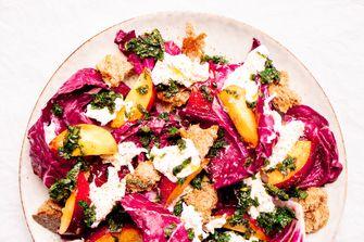 Vegetarische maaltijdsalade met nectarines
