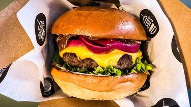 Hamburger van Diego Buik voor International Hamburger Day op 28 mei