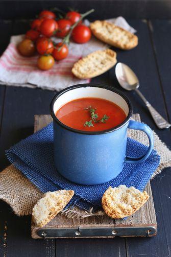 tomatensoep in een kom