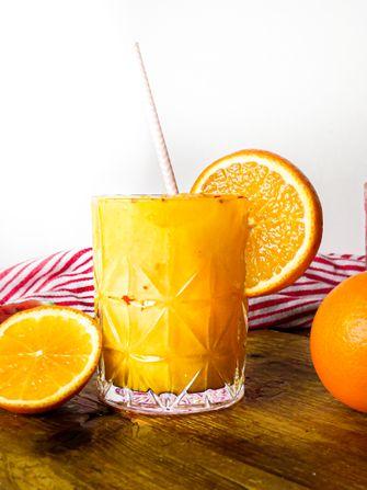 zomers drankje met sinaasappel, oranjebloesem en chili