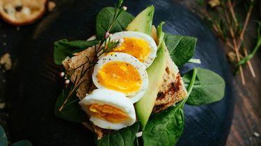 gekookte eieren als voorbeeld van hoe makkelijk eieren pellen
