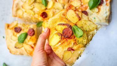 plaatpizza met ricotta, aardappel en chorizo
