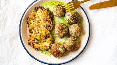 gehaktballetjes met aardappel-spitskoolkoekjes