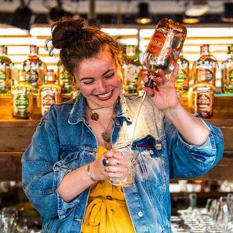 cocktail maken in amehoela rotterdam