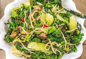 Deliciously Ella broccolisalade