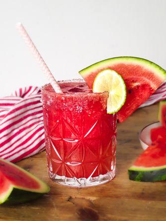 zomers drankje met watermeloen en rozenwater