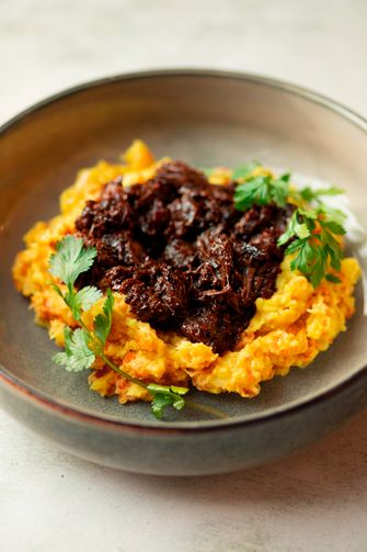 Hutspot met een Indische twist en stoofvlees