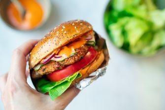 Kipburger in smashburger-stijl