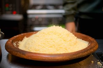 Gestoomde couscous bij couscousbar Amsterdam