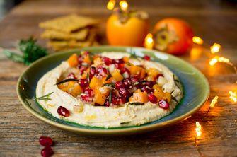 Kerst hummus voor bij een vegetarisch kerstmenu