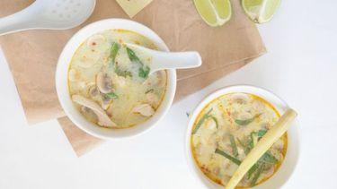 Thom kha kai thaise kippensoep met kokos recept