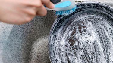 anti-aanbaklaag pan schoonmaken