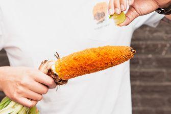 Gegrilde maiskolven met Doritos korst