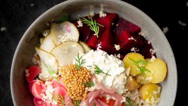 Scandinavische poke bowl met gravad lax