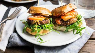 hamburger met gebakken champignons
