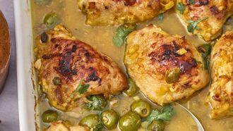 kip uit de oven met citroen en olijven uit de oven