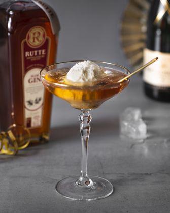 Gin en champagne cocktail voor oud & nieuw