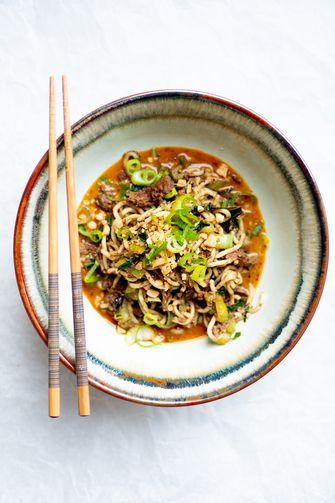 Vegetarische dan dan noodles
