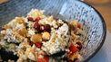 Foto van vegetarische couscous met gegrilde aubergine, kikkererwten en granaatappelpitjes (gezonde recepten_