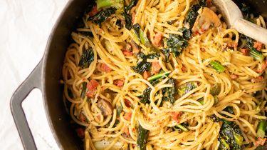 Eenpanspasta met restjes uit je groentela