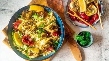 Salade orzo artisjok