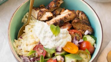 Griekse bowl met tzatziki