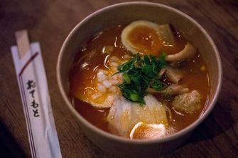 De spicy chicken ramen van Tokyo Ramen Iki