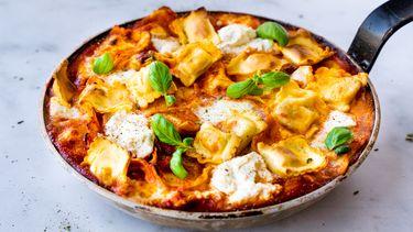lasagne van ravioli uit een pan