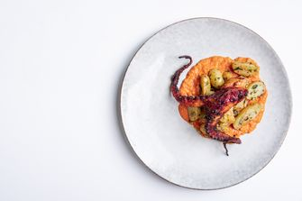 gegrilde octopus met nieuwe aardappeltjes en romesco van Gebr. Hartering