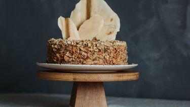 geschaafde mascarpone op taart