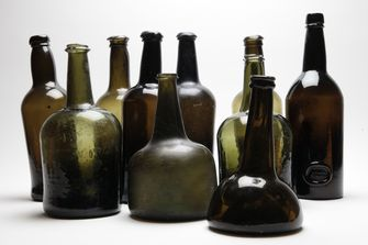 """""""Collection of antique wine bottles 18th / eighteenth and 19th nineteenth century, onion bottle, black glass, mallet bottle, English & Dutch"""""""