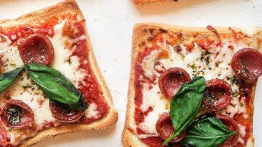 pizza toasts