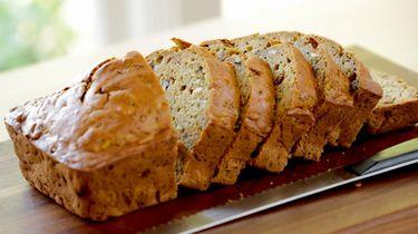Afbeelding gezond ontbijt courgettebrood
