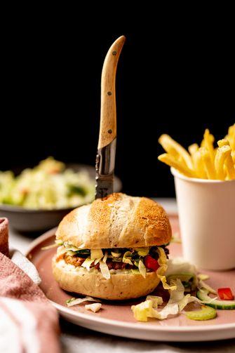 Vegetarische burger met friet
