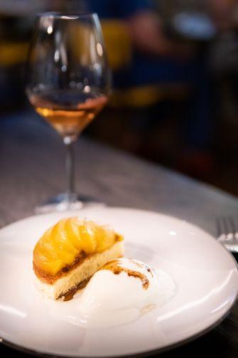 Amandel cake met abrikozen en dessertwijn
